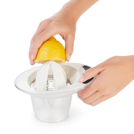 Espremedor-de-laranja-branco-OXO